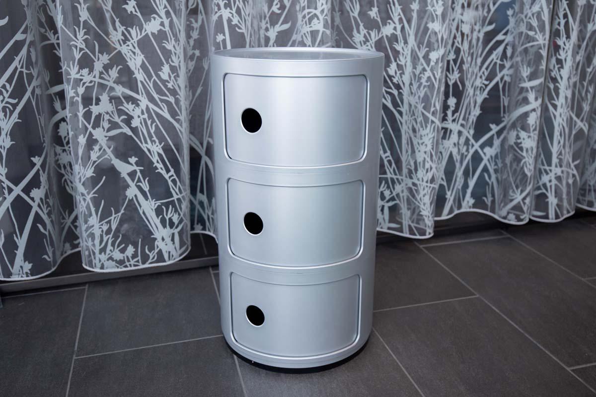 Ausstellungstück im Sale: Rundkommode Componibili 3 silber matt von Kartell für 100 €