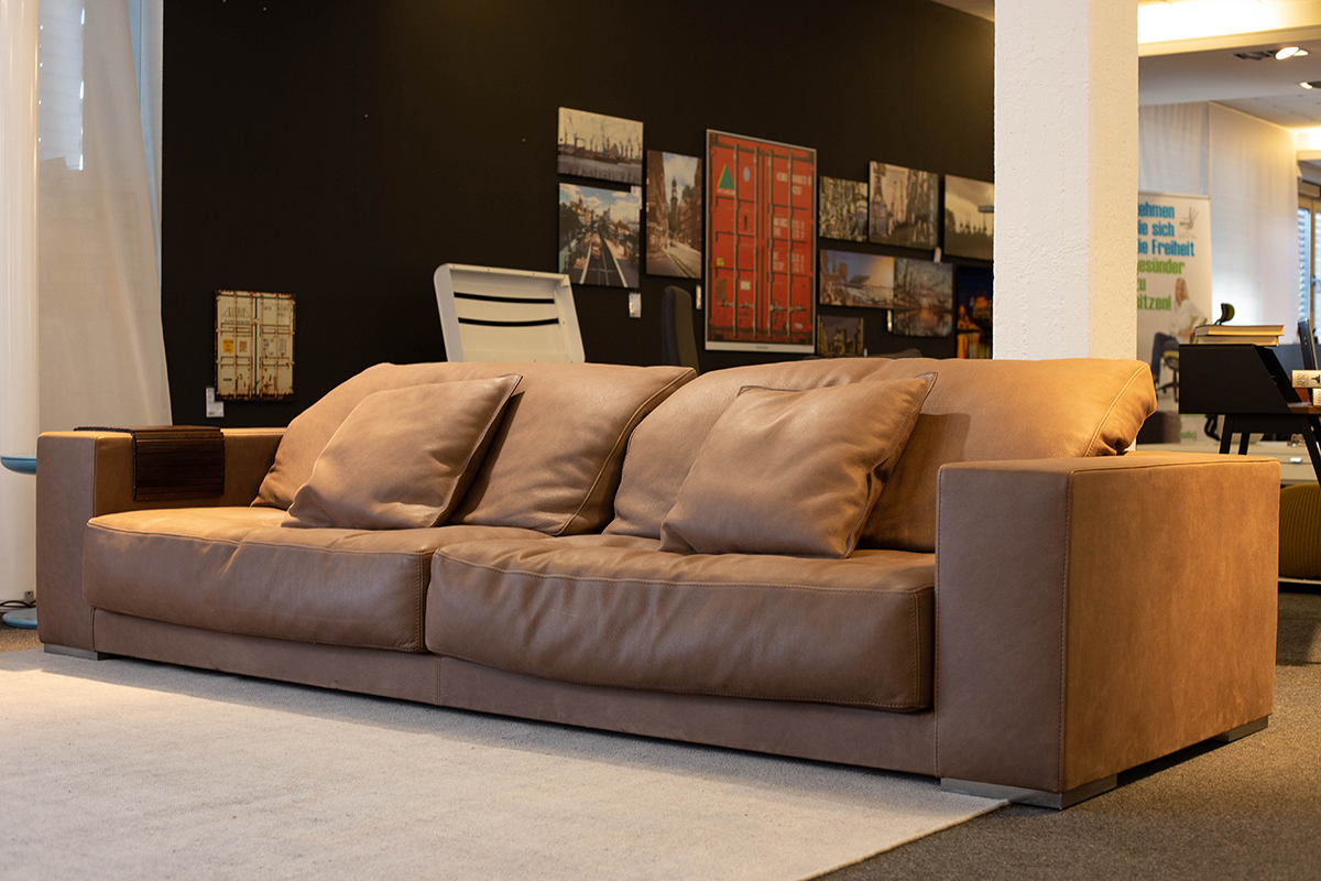 baxter sofa budapest als ausstellungsst ck im sale cramer m bel design. Black Bedroom Furniture Sets. Home Design Ideas