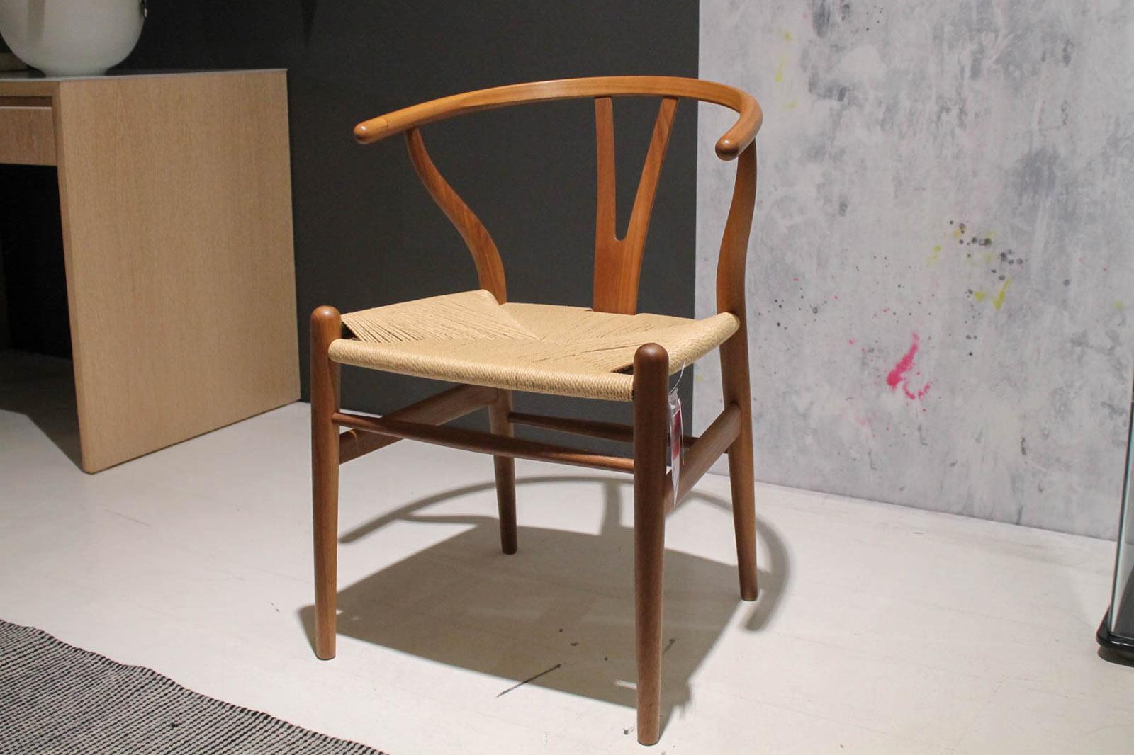 Ausstellungstück im Sale: Stuhl Y  The Wishbone Chair CH24 von Carl Hansen für 890 €