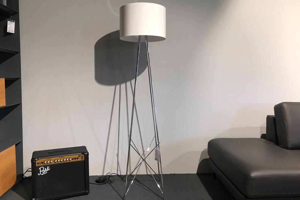 Ausstellungstück im Sale: Stehleuchte Ray F2 von Flos für 849 €