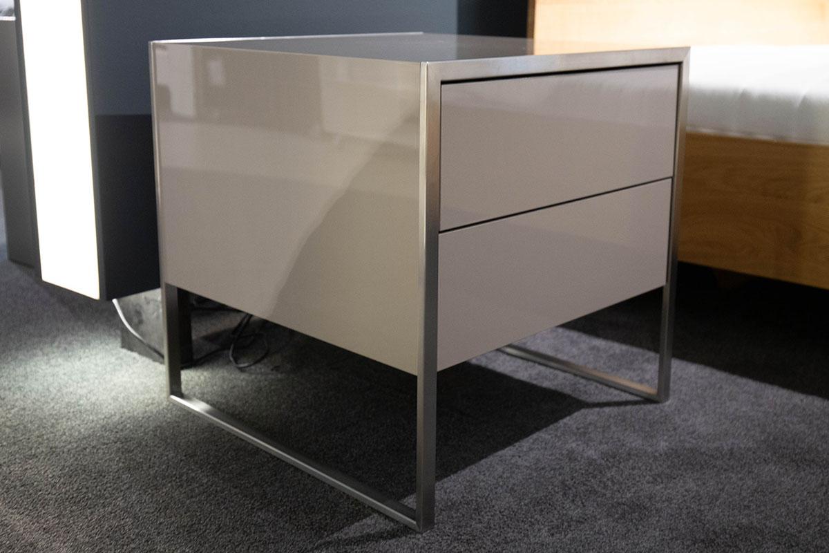 Ausstellungstück im Sale: Nachtkommode Smart 550 von Yomei für 990 €