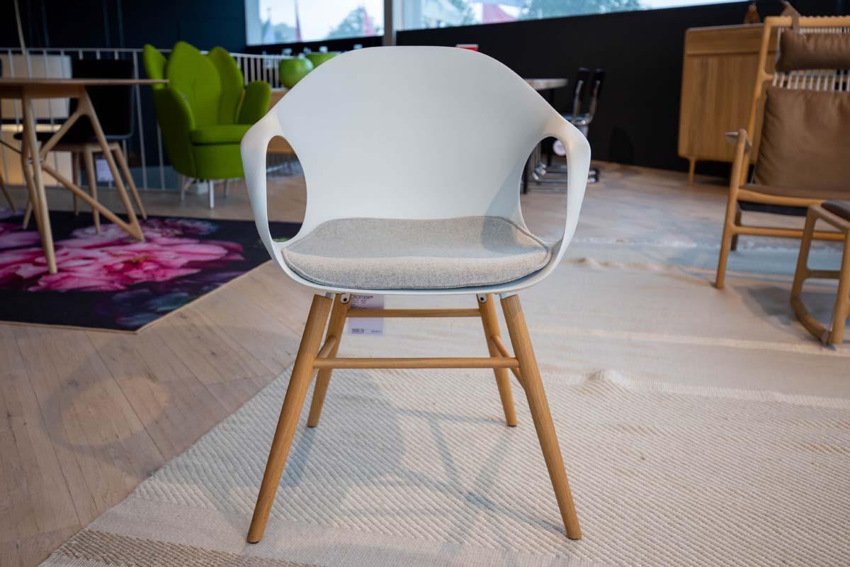 Ausstellungstück im Sale: Stuhl Elephant inkl. Sitzkissen von Kristalia für 549 €