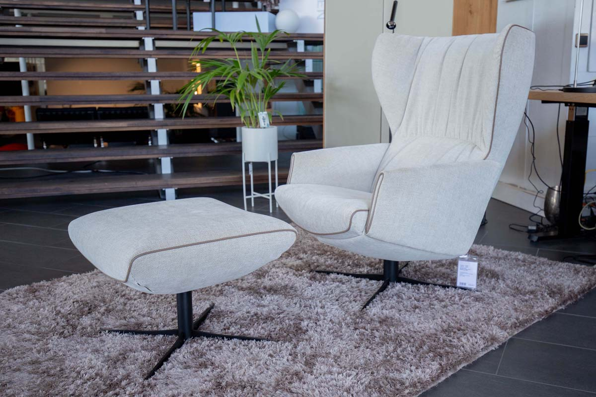 Ausstellungstück im Sale: Sessel Rapsody Lounge inkl. Hocker     von Jori für 3.849 €