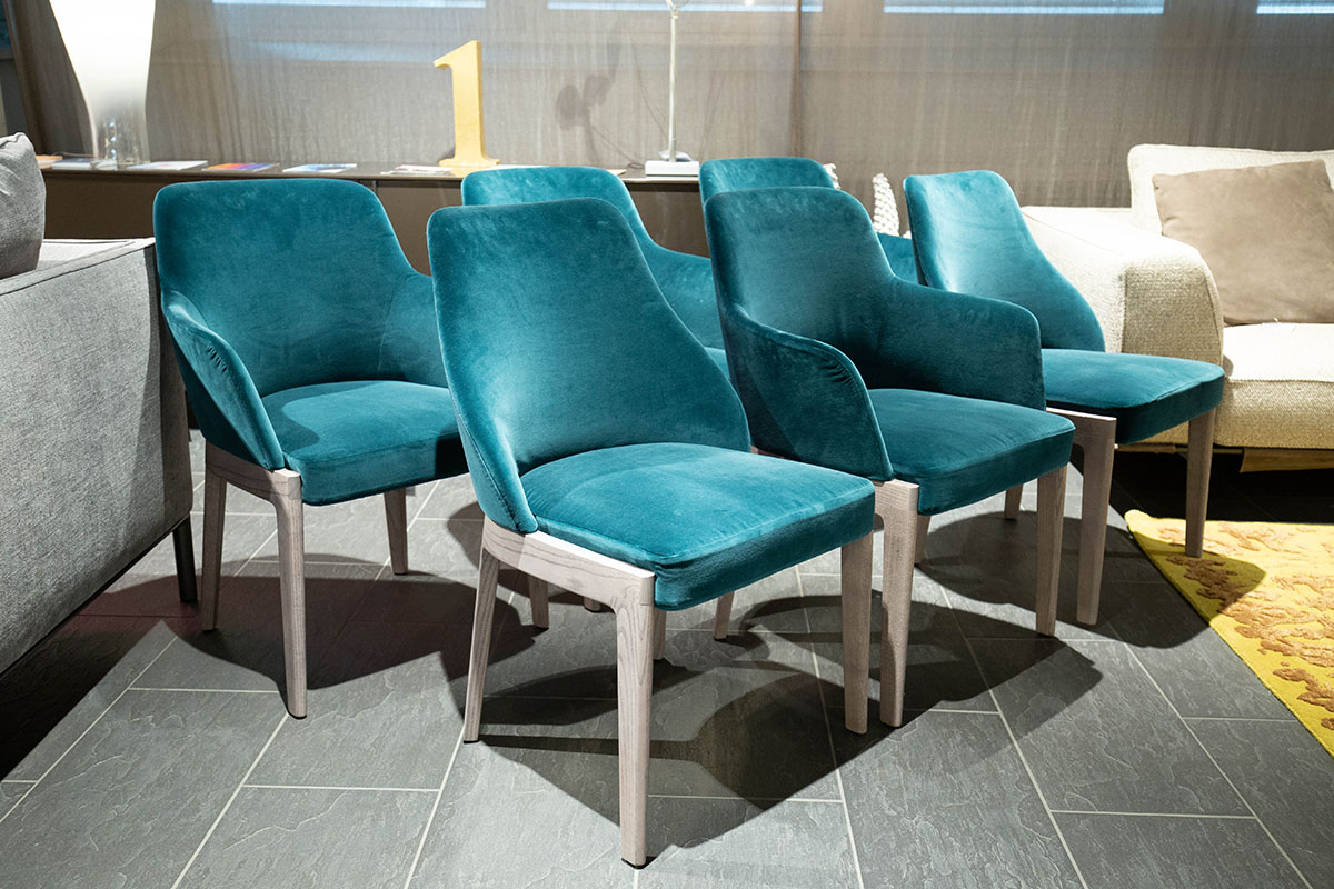 Ausstellungstück im Sale: Stuhlgruppe Chelsea  von Molteni für 5.590 €