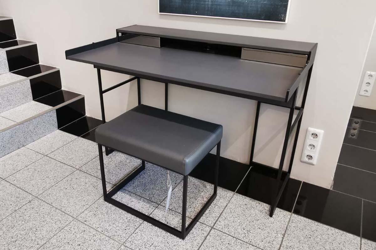 Ausstellungstück im Sale: Schreibtisch Magic Desk inkl. Hocker von Yomei für 3.200 €