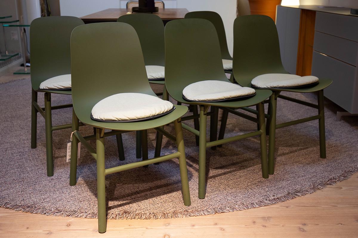 Ausstellungstück im Sale: Stuhlgruppe Sharky mit Sitzkissen von Kristalia für 2.214 €