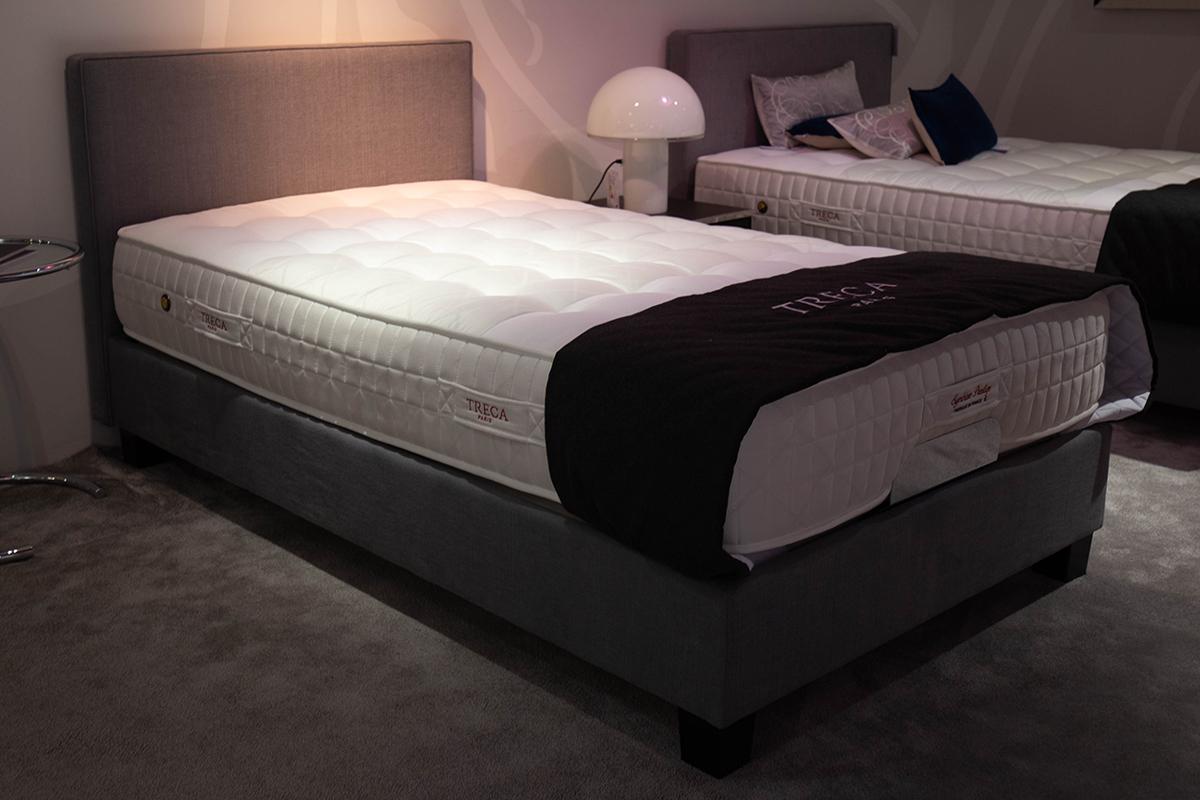 Ausstellungstück im Sale: Bett Moderne von Treca für 4.990 €