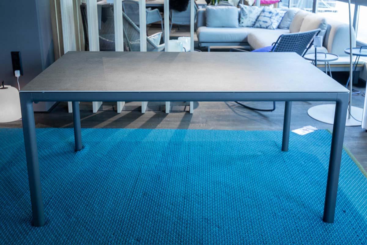 Ausstellungstück im Sale: Outdoor-Tisch Soft von Solpuri für 1.050 €