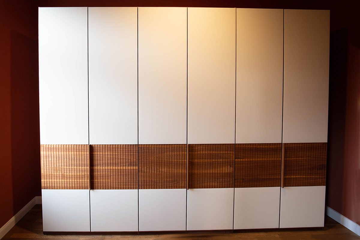 Ausstellungstück im Sale: Kleiderschrank Relief von Team 7 für 7.189 €