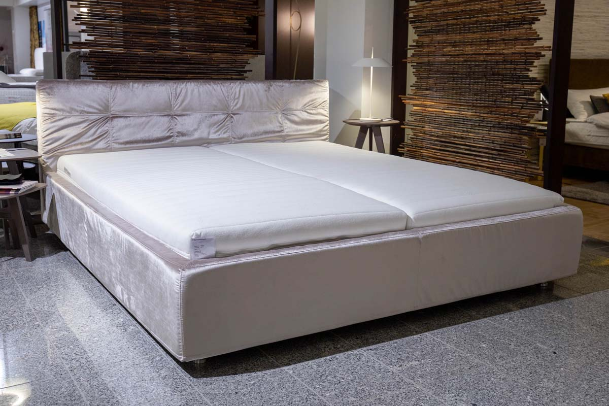 Ausstellungstück im Sale: Bett Base von Cramer Polstermanufaktur für 3.990 €