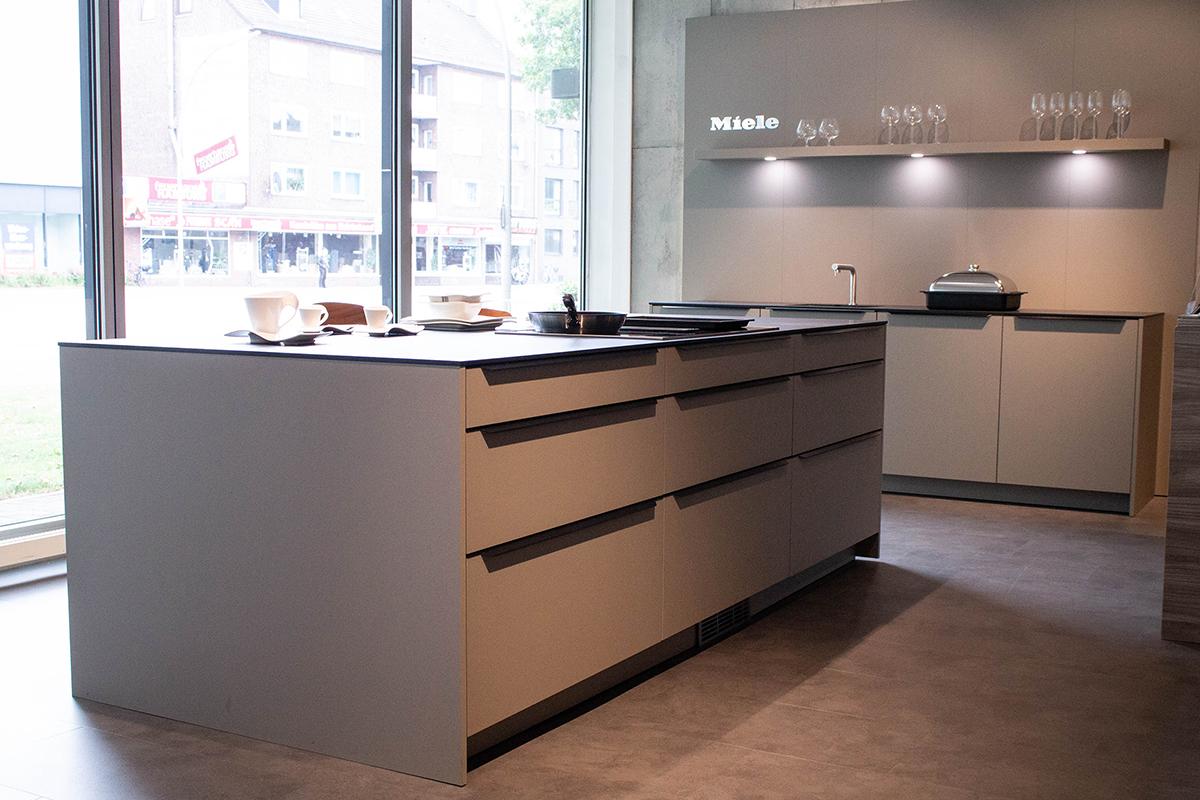 Ausstellungstück im Sale: Küche inkl. Spüle und Armatur von Redlabel Küchen für 15.000 €