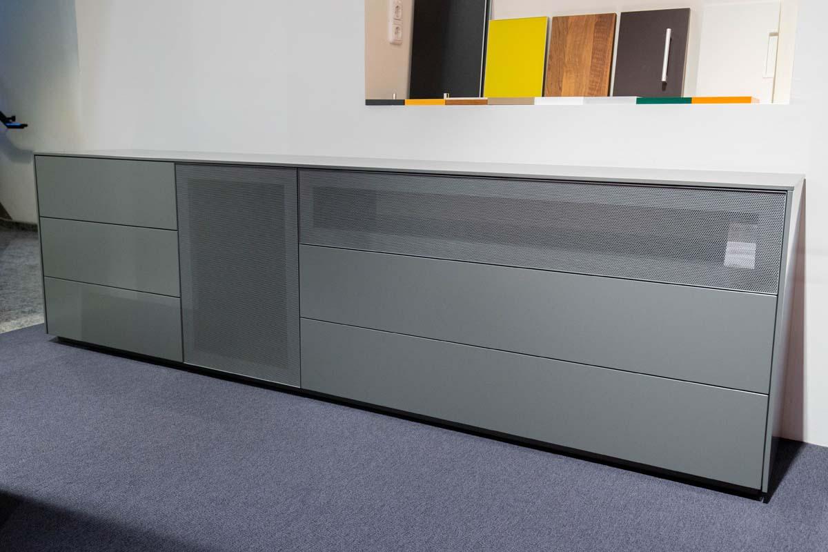 Ausstellungstück im Sale: TV-Sideboard Cubo von Cramer Holzmanufaktur für 3.690 €