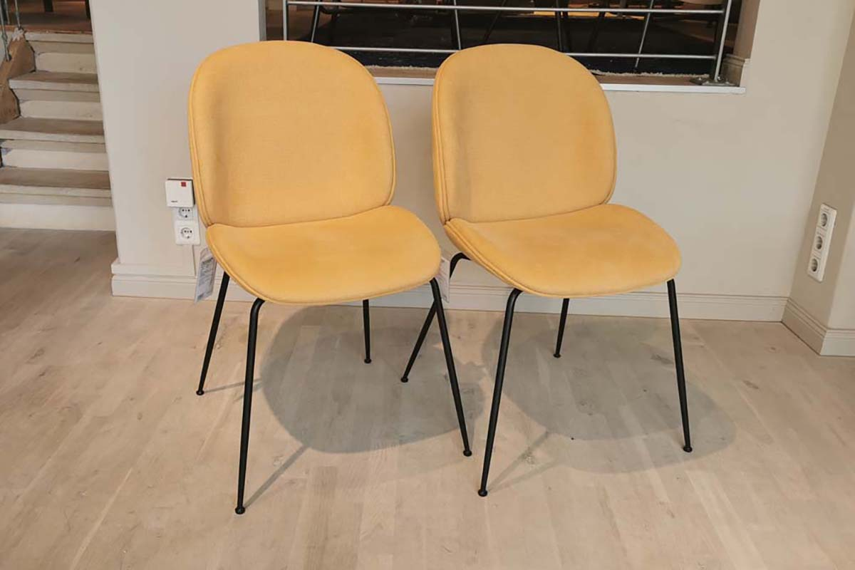 Ausstellungstück im Sale: 2er Set Stuhl Beetle pfirsich von Gubi für 1.188 €