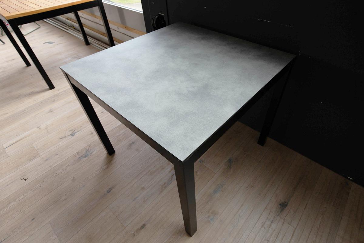 Ausstellungstück im Sale: Tisch Quadrat von Jan Kurtz für 369 €