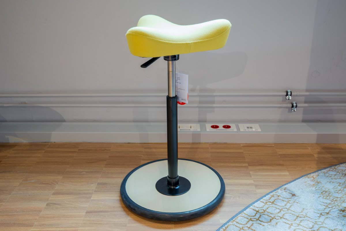 Ausstellungstück im Sale: Pendelhocker Move small gelb von Variér für 350 €