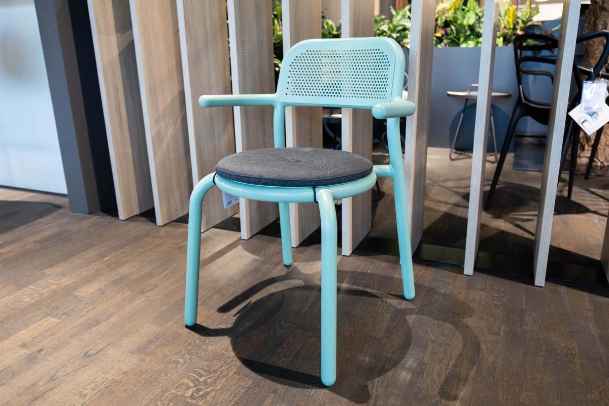 Ausstellungstück im Sale: Outdoor-Stuhl Toni mit Armlehnen inkl. Sitzkissen von Fatboy für 209 €