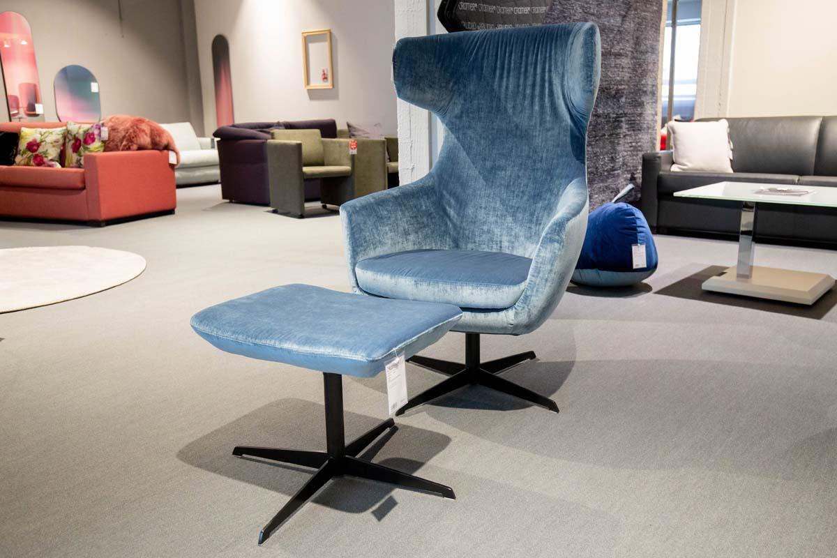 Ausstellungstück im Sale: Sessel Muto inkl. Hocker von Cramer Polstermanufaktur für 1.390 €