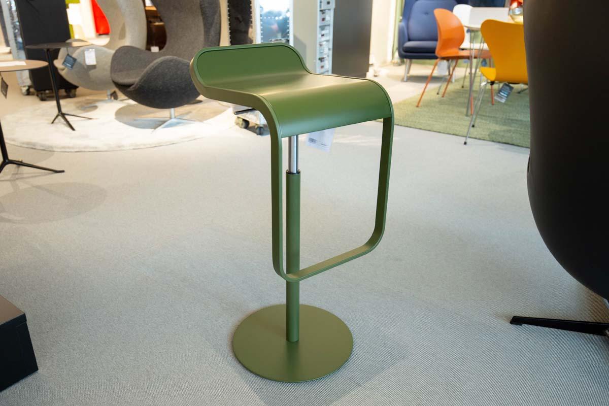 Ausstellungstück im Sale: Barhocker Lem olivgrün von Lapalma für 360 €