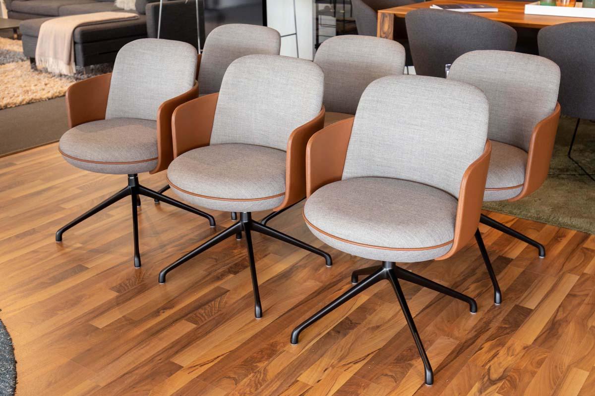 Ausstellungstück im Sale: Stuhlgruppe Merwyn von Wittmann für 8.500 €
